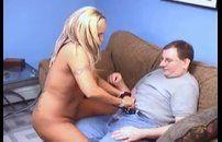 Casado comendo uma prostituta loira muito quente