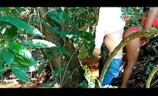 Foi filmada transando no matagal