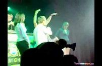 Gostosas chupando cantor no palco