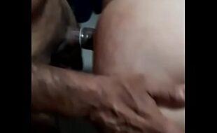 Marido corno filmando esposa gemendo no caralho