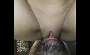 Meteu a boca na buceta da namorada e deu muito prazer pra ela