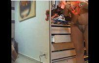 Morena tesuda andando pelada em casa