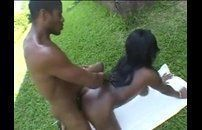 Mulata brasileira rabudona muito quente fazendo anal