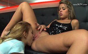 Pornô HD com duas gatas lésbicas se chupando