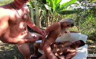 Puta brasileira amadora dando sua bucetinha