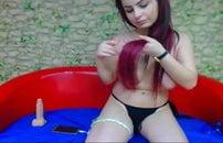 Ruiva gata de seios lindos peladinha na webcam