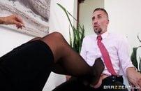 Secretaria peituda pedindo piru pro chefe