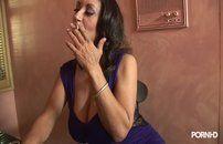 Tarado comendo a cunhada peluda tetudona em video porno