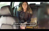Taxista ofereceu grana e a novinha aceitou fuder no carro