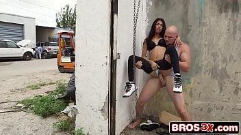 Sexo em público com a gata Veronica Rodriguez