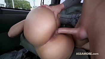 Bunduda gostosa fodendo dentro do carro