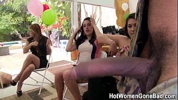 Casadas safadas aprontando todas no clube das mulheres