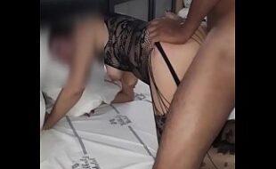 Casal liberal trepando gostoso na praia de nudismo