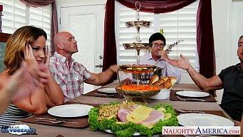 Jantar em família acaba em putaria incestuosa
