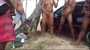Corno filmando rodizio de comedores com a esposa safada
