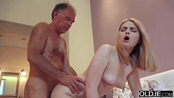 Samba porno incesto padrasto fodendo enteada gatinha