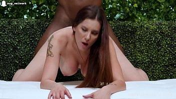 Primeiro porno dessa branquinha peituda toda apertadinha
