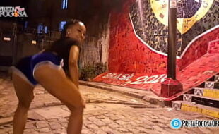 Musa gostosa do Brasileirão dançando funk proibidão