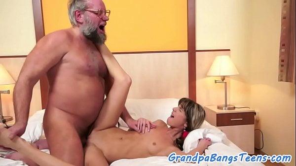 Porno incesto doido avo comendo neta
