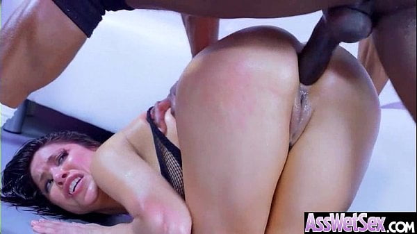 Sexo anal erótico com negão arrombando morena