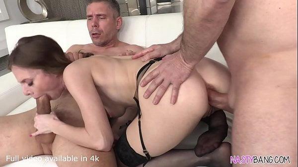 Pornozão dupla penetração com magrinha